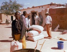 Tansaania hädalised riisikotte vastu võtmas